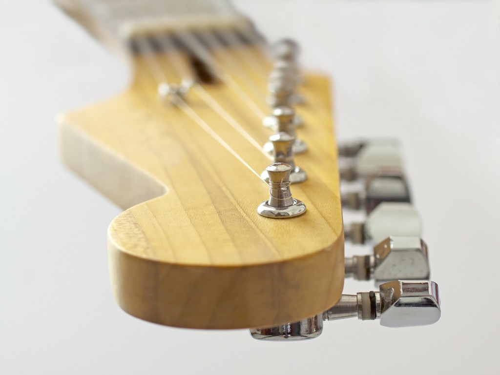 How To Tune a Guitar. Free online tuner.